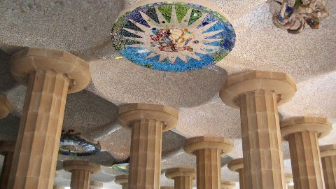 Barcelona-Guel-ceiling