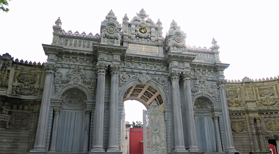 ドルマバフチェ宮殿門