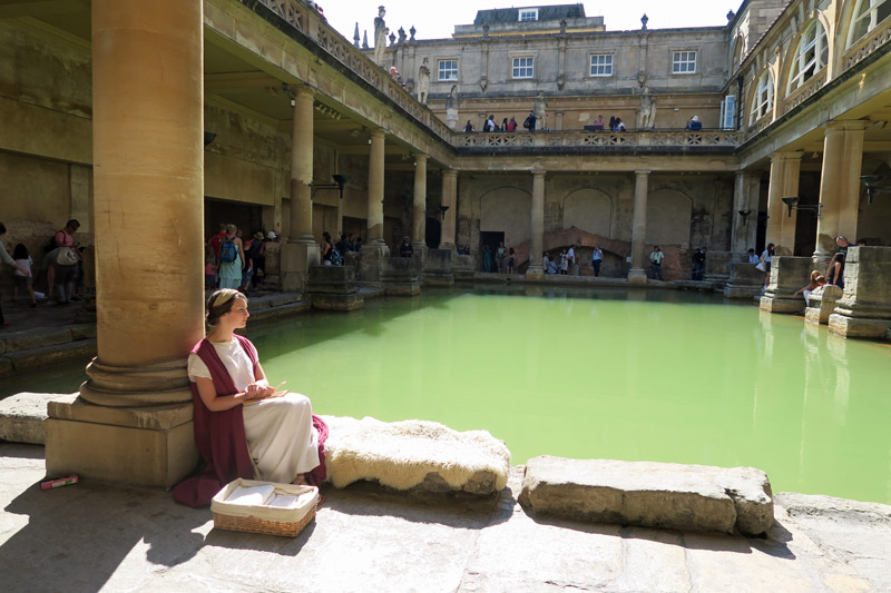 3.バース ローマ風呂と女性