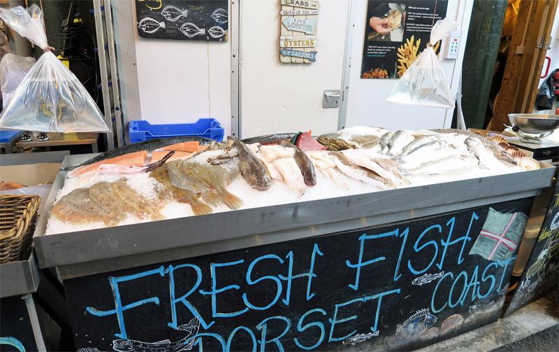 13.バラ・マーケット 魚